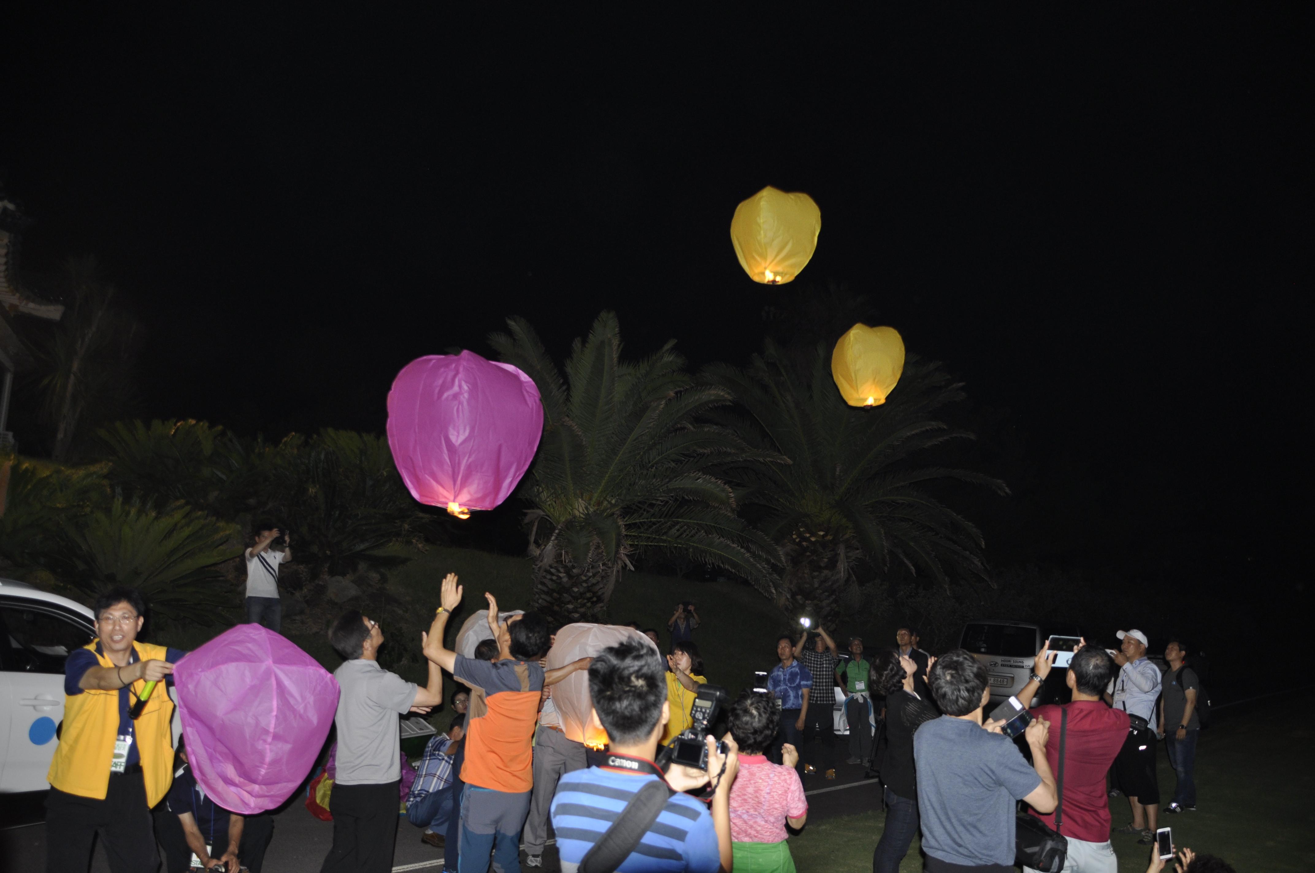 달빛걷기프로그램_풍등날리기.JPG