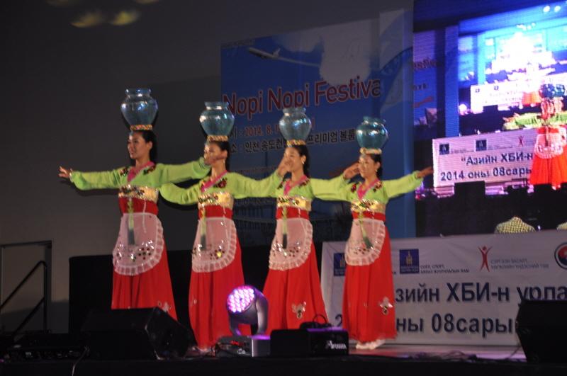 엑스포-한민족예술단 물동이 춤.JPG